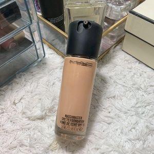 MAC Cosmetics Matchmaster SPF 15 Foundation | 1.5